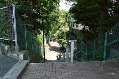 高輪公園への階段