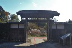 里山民家の正門