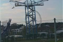 川崎市農業技術支援センター:展望室から見たバンジージャンプ