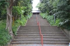真間山弘法寺 仁王門への階段