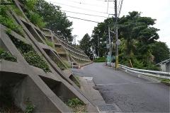 高台への坂