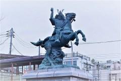 101-新田義貞像(分倍河原駅前)