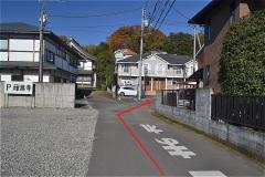 禅昌寺正門を左折してすぐの道を左折し、道なりにすすむ