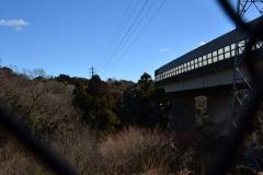 043-横浜横須賀道路をくぐる
