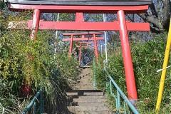 根岸稲荷神社への階段