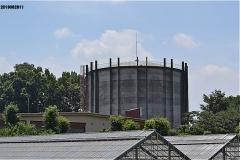南沢緑地を出て、南沢浄水所のタンクを見ながら歩く